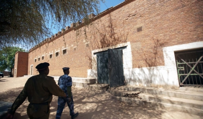 16 February 2014. Zalingei: Two police officers enter to the maing building of the prison in Zalingei, Central Darfur, during the visit of the Independent Expert on the situation of human rights in Sudan, Mashood Adebayo Baderin, as part of his 9-day visi